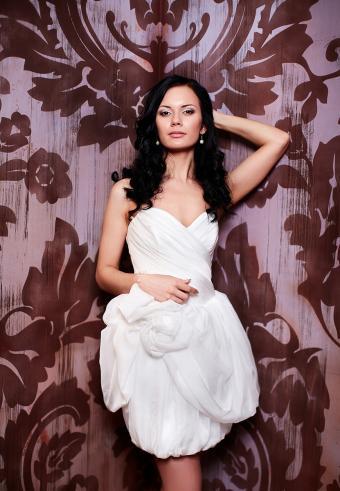 https://cf.ltkcdn.net/weddings/images/slide/197537-589x850-bridal05_simplecrop.jpg