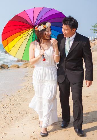 https://cf.ltkcdn.net/weddings/images/slide/197538-589x850-bridal06_beachlongcrop.jpg