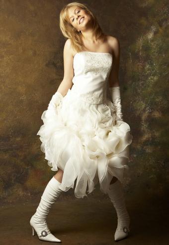 https://cf.ltkcdn.net/weddings/images/slide/197539-589x850-bridal07_sheer2crop.jpg