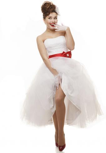 https://cf.ltkcdn.net/weddings/images/slide/197540-589x850-bridal08_kneecrop.jpg