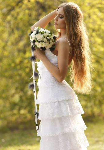 https://cf.ltkcdn.net/weddings/images/slide/197542-589x850-bridal09_texturecrop.jpg
