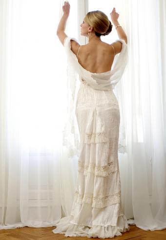 https://cf.ltkcdn.net/weddings/images/slide/197562-589x850-bridal04_laceycrop.jpg