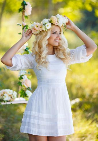 https://cf.ltkcdn.net/weddings/images/slide/197563-589x850-bridal11_femmecrop.jpg