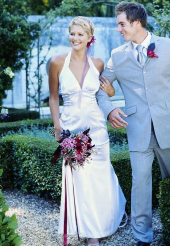https://cf.ltkcdn.net/weddings/images/slide/197564-589x850-bridal12_partycrop.jpg