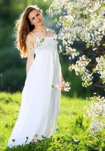 https://cf.ltkcdn.net/weddings/images/slide/197566-589x850-bridal13_sundresscrop.jpg