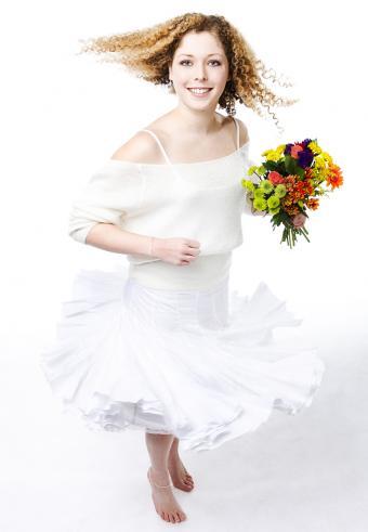https://cf.ltkcdn.net/weddings/images/slide/197567-589x850-bridal14_skirtscrop.jpg