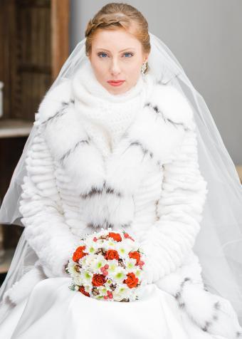 https://cf.ltkcdn.net/weddings/images/slide/197855-607x850-xmas03_furcrop.jpg