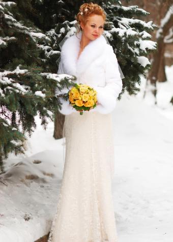 https://cf.ltkcdn.net/weddings/images/slide/197857-607x850-xmas04_ivorycrop.jpg