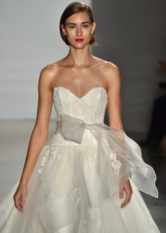 https://cf.ltkcdn.net/weddings/images/slide/197864-607x850-xmas07_ribboncrop.jpg