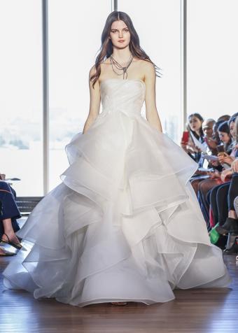 https://cf.ltkcdn.net/weddings/images/slide/197872-607x850-xmas11_gowncrop.jpg