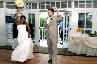 How Do You Introduce a Couple at a Wedding Reception?