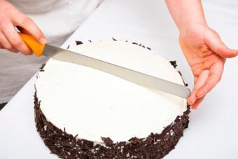Dividing a cake into serving sizes