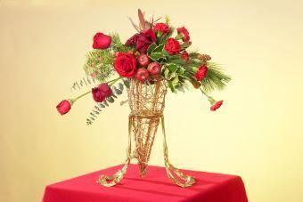 https://cf.ltkcdn.net/weddings/images/slide/226905-850x567-red-apple-and-flower-centerpiece.jpg