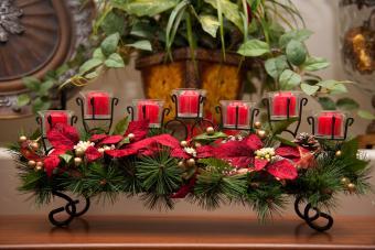 https://cf.ltkcdn.net/weddings/images/slide/226907-850x567-greenery-ribbon-candle-centerpiece.jpg