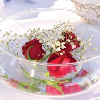 https://cf.ltkcdn.net/weddings/images/slide/226917-850x850-simple-babys-breath-and-roses-centerpiece.jpg