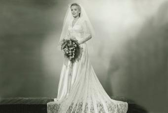 https://cf.ltkcdn.net/weddings/images/slide/236406-850x570-nineteen-forties-bride.jpg