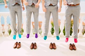 https://cf.ltkcdn.net/weddings/images/slide/237608-850x567-groomsmen-with-bright-socks.jpg