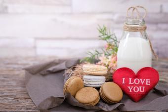 https://cf.ltkcdn.net/weddings/images/slide/237787-850x567-milk-and-cookies.jpg
