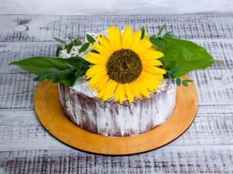 Rustic small sunflower cake