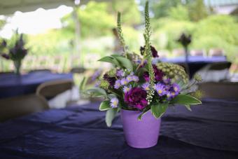 https://cf.ltkcdn.net/weddings/images/slide/238586-850x566-mixed-shades-purple-flower-centerpiece.jpg