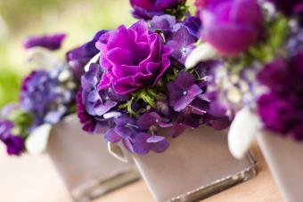 https://cf.ltkcdn.net/weddings/images/slide/238588-850x567-purple-flower-decor.jpg