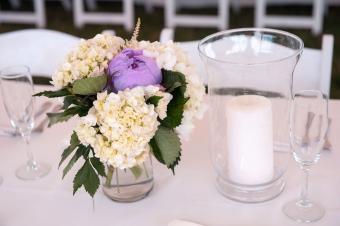 https://cf.ltkcdn.net/weddings/images/slide/238593-850x566-purple-peony-centerpiece.jpg