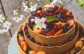 Cheesecake with fruits and berries