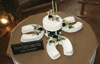 Horseshoes wedding cake