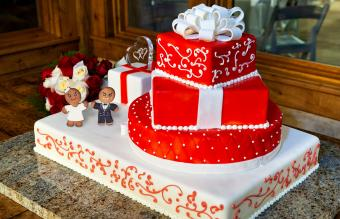 Gingerbread cake topper