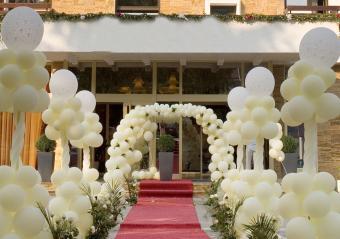 traditional balloon wedding entrance arch