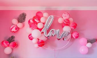 Love balloon wall decoration for wedding
