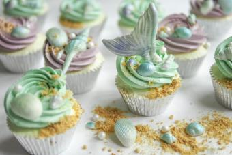 https://cf.ltkcdn.net/weddings/images/slide/240775-600x400-mermaid-cupcakes.jpg