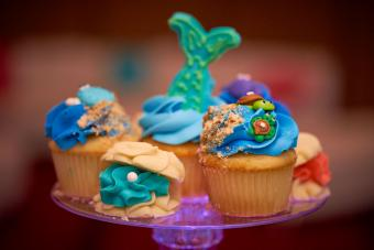 https://cf.ltkcdn.net/weddings/images/slide/240778-600x400-fish-and-sealife-cupcakes.jpg