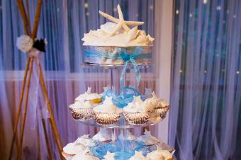 https://cf.ltkcdn.net/weddings/images/slide/240782-600x399-starfish-cupcake-display.jpg