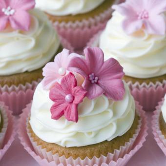 https://cf.ltkcdn.net/weddings/images/slide/240982-850x850-pink-floral-cupcakes-8.jpg
