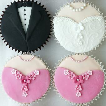 https://cf.ltkcdn.net/weddings/images/slide/240984-850x850-wedding-clothing-cupcakes-11.jpg