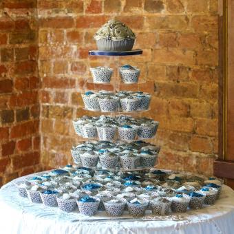 https://cf.ltkcdn.net/weddings/images/slide/240999-850x850-15-wedding-cupcake-ideas.jpg