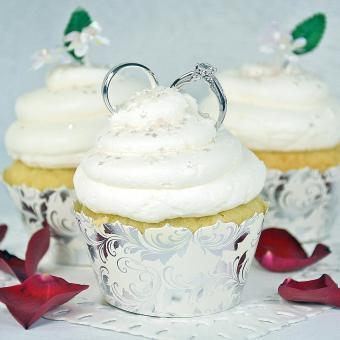 https://cf.ltkcdn.net/weddings/images/slide/241001-850x850-21-wedding-cupcake-ideas.jpg