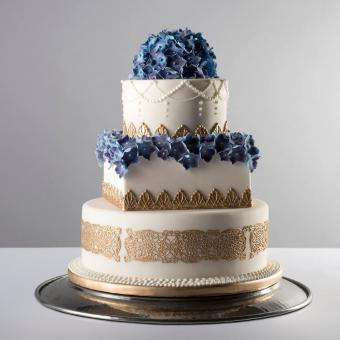 https://cf.ltkcdn.net/weddings/images/slide/241193-850x850-5-three-tier-wedding-cakes.jpg