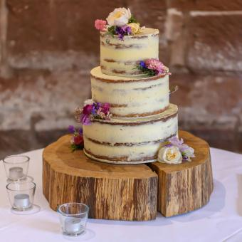 https://cf.ltkcdn.net/weddings/images/slide/241194-850x850-6-three-tier-wedding-cakes.jpg