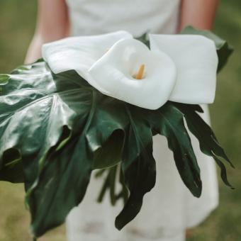 https://cf.ltkcdn.net/weddings/images/slide/241252-850x850-8-calla-lily-bridal-bouquets.jpg