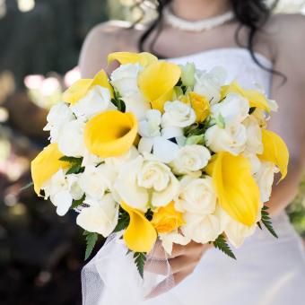 https://cf.ltkcdn.net/weddings/images/slide/241262-850x851-7-calla-lily-bridal-bouquets.jpg