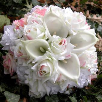 https://cf.ltkcdn.net/weddings/images/slide/241263-850x850-9-calla-lily-bridal-bouquets.jpg
