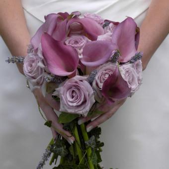 https://cf.ltkcdn.net/weddings/images/slide/241265-850x850-11-calla-lily-bridal-bouquets.jpg