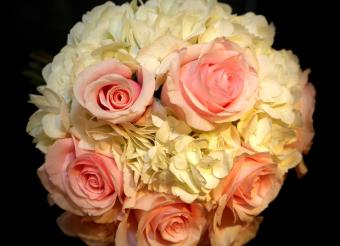 pink rose and white hydrangea bouquet
