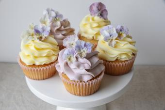 Cupcakes with sugared edible flowers