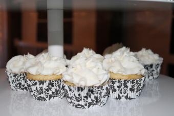 Cupcakes with white frosting