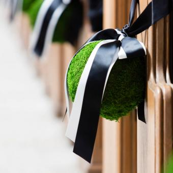 moss ball pew decorations
