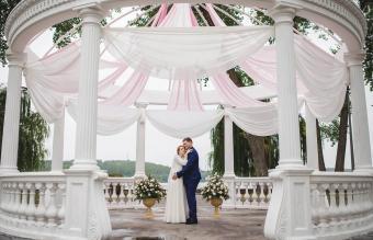 Wedding couple under large arch