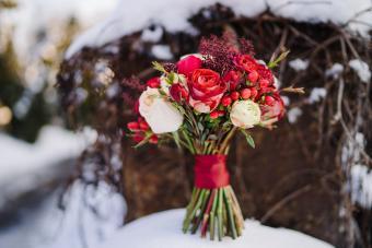 https://cf.ltkcdn.net/weddings/images/slide/245591-850x567-winter-bouquet.jpg